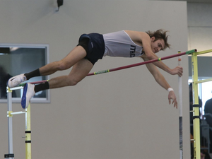 Jakob Markwardt '19 pole vaulting