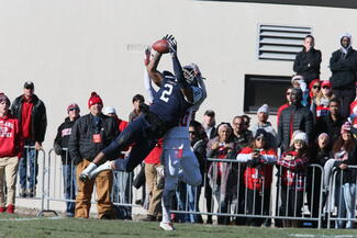 Will Gladney '20 makes a catch in the 2017 Cortaca Jug
